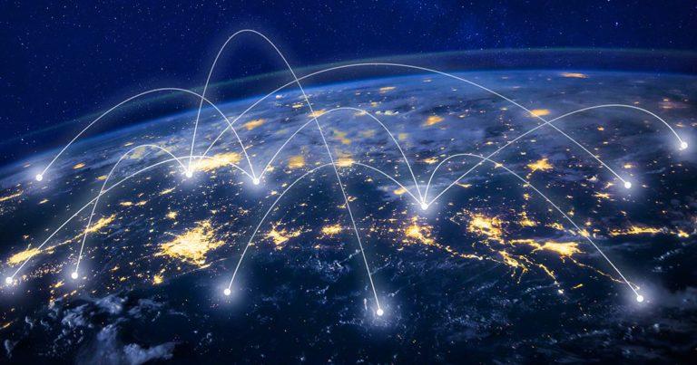 Tietoliikennettä maapallolla.