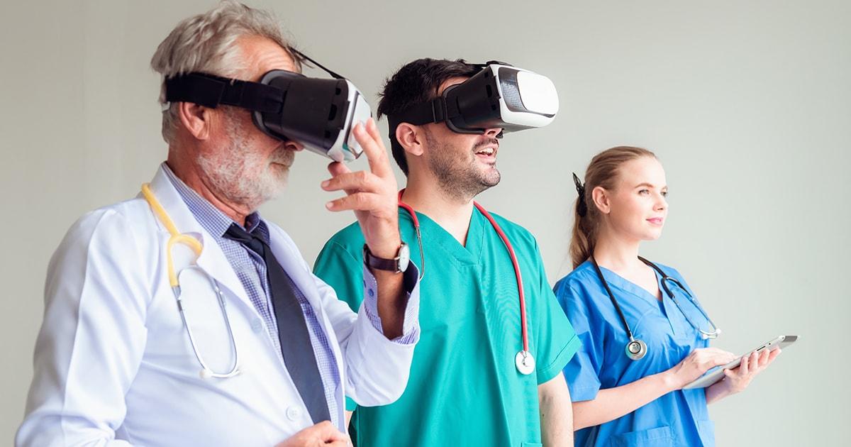 VR-lasit ja lääkärit
